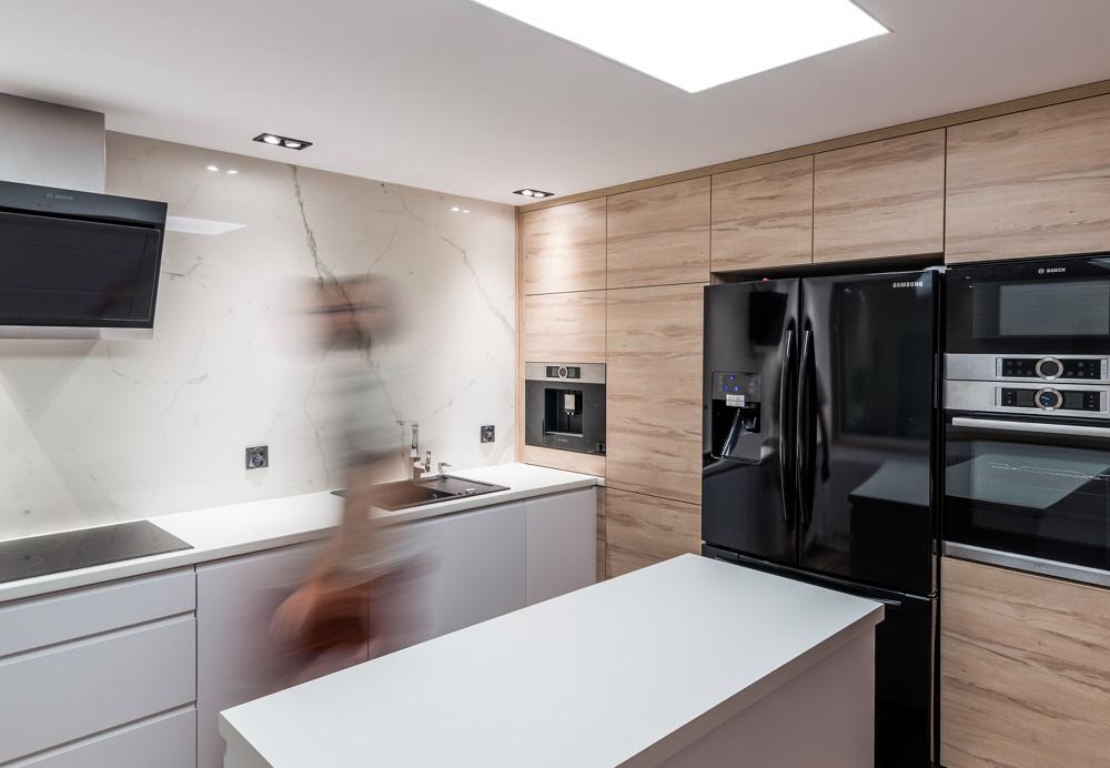 Biały marmur  nowoczesna kuchnia z wyspą  Marmur Studio   -> Kuchnia Czarny Marmur
